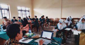 Mahasiswa Tadris Bahasa Indonesia IAIDA Blokagung Dibimbing Membuat Silabus dan RPP Sesuai Kurikulum K13 Revisi